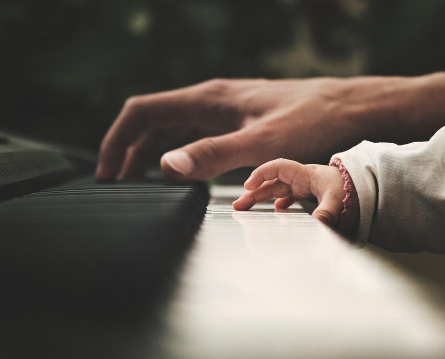 Muzica bebelusi – Iata ce au demonstrat specialistii. Cum percepe micutul tau muzica si cum il ajuta aceasta sa se dezvolte?